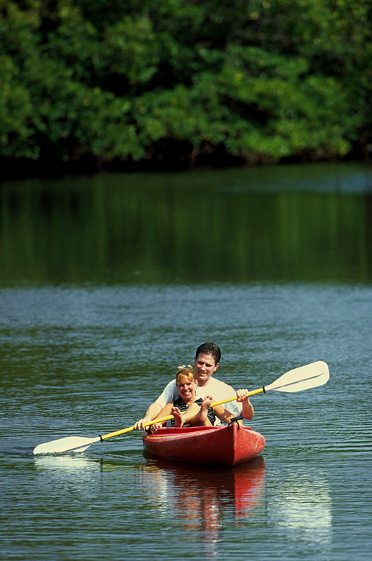 couple in canoe models photography in austin by doug heslep photography